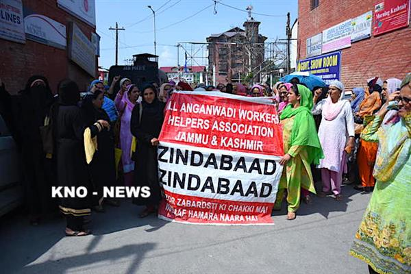 Anganwadi workers, helpers continue protests against SAC decision | KNO