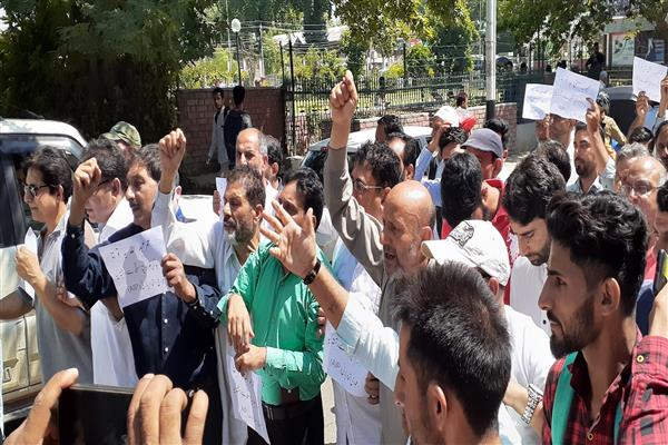 PUF rallies against Vikramaditya Singh, Er Rasheed asks NC, PDP, Congress to clear their stand | KNO