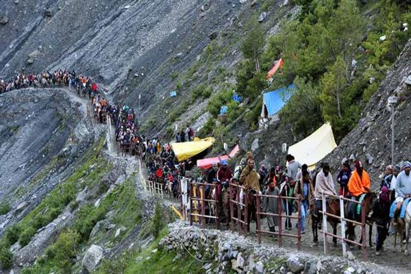 Amarnath Yatra: 5,745 pilgrims pay obeisance at Holy Cave | KNO