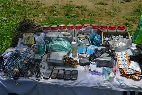 Militant hideout busted in Lolab woods, arms, ammunition recovered | KNO