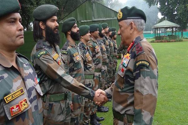 Army chief reviews security situation in Valley | KNO