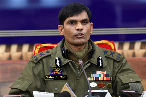 Hizb, Jaish men had fitted 45 kgs of explosives in Santro car to target forces in Pulwama: IGP Kashmir Vijay Kumar | KNO