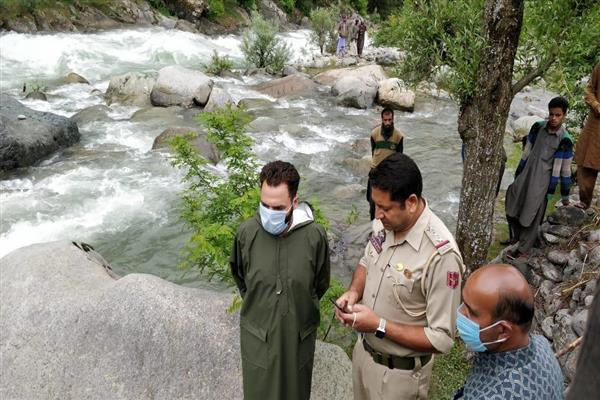 4-year-old boy slips into Sindh rivulet in Kangan, rescue operation on | KNO