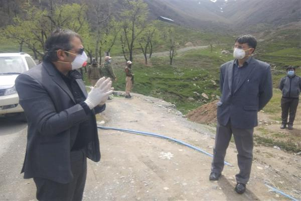 Advisor Baseer Khan visits Zig Qazigund, directs testing of medical staff, other employees | KNO