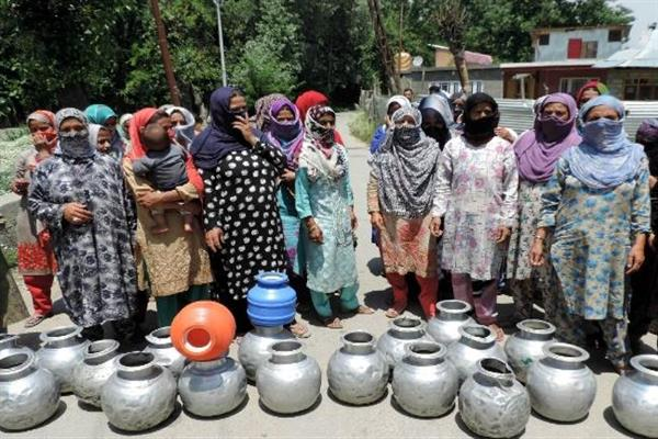 Residents of Nowgam village in Bandipora protest against water scarcity | KNO