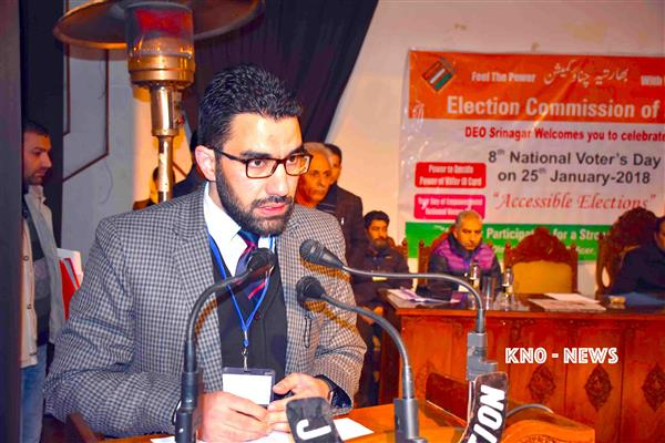 DC Srinagar places 24 employees under suspension | KNO