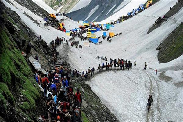 13,849 pilgrims pay obeisance at Holy Cave | KNO