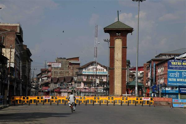 Lockdown re-imposed in Srinagar areas after spike in COVID cases | KNO